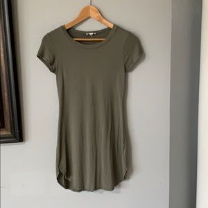 a'gaci Dresses - Army green body con shirt dress